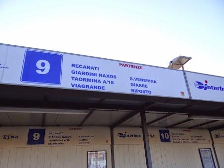 08. Peronul autobuzelor de Taormina.JPG