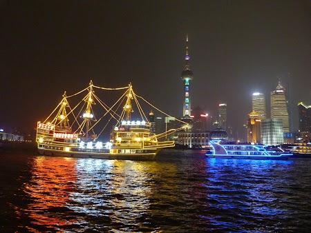 15. Croaziera pe fluviul Huangpu.JPG
