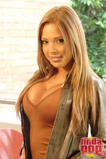 Milena Guzman Striptease Foto 4