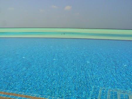 17. Infinity pool.JPG