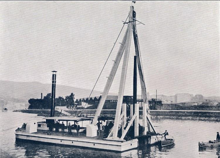 La trituradora de rocas construida por Lobnitz. De la Memoria de 1.923 de la Junta de Obras del Puerto de Bilbao.jpg