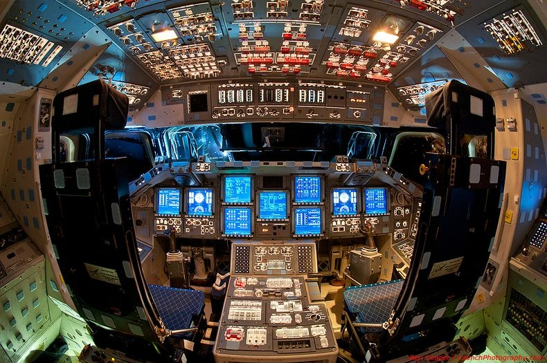 endeavour-flight-deck-19