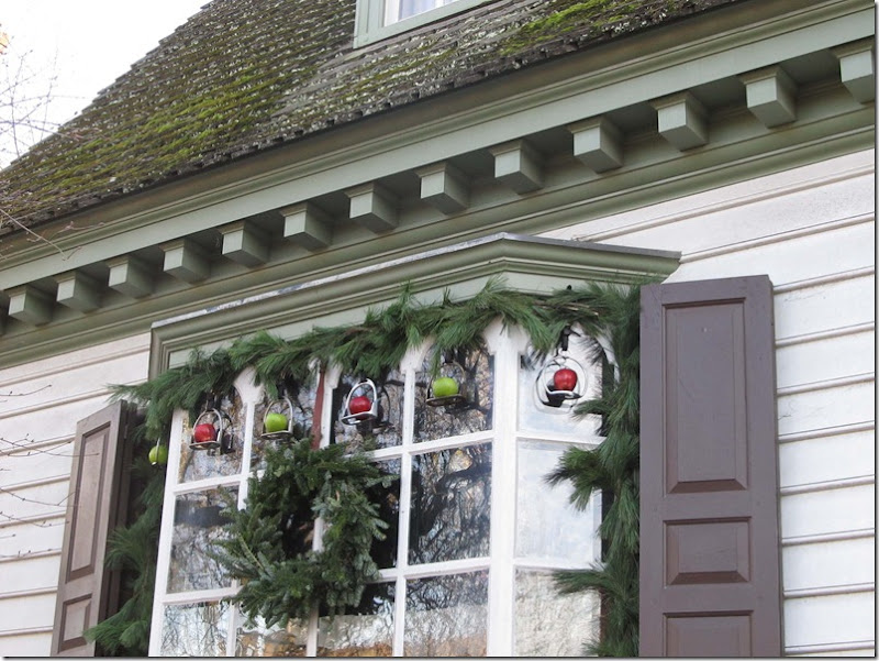 Colonial williamsburg decorated for christmas for Williamsburg home decor