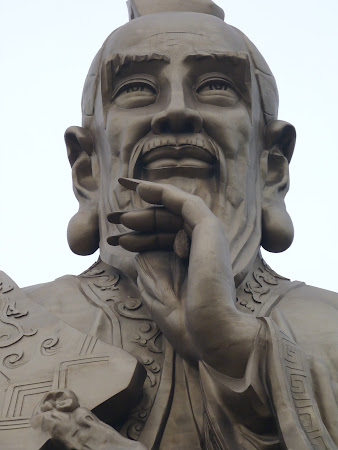 Taoism China: statuia lui Laozi