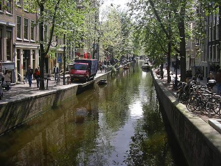 Obiective turistice Amsterdam: Canale prin Cartierul Rosu