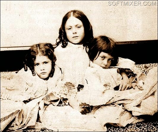 Alice_Liddell_with_sisters