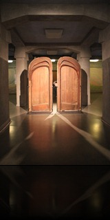 15_1-Frank_with_Goetheanum_Doors