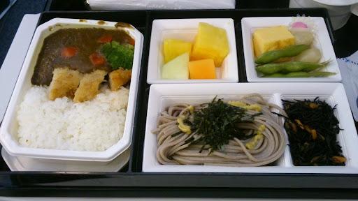 [写真]機内食がカレーだった件