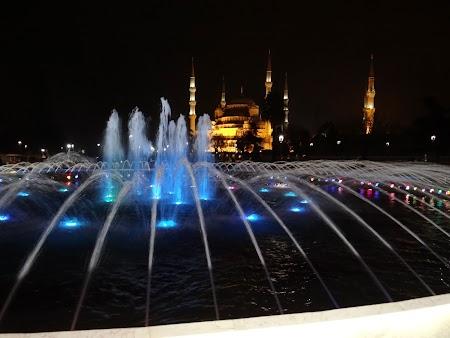 Obiective turistice Istanbul: Fantana luminata la Sultanahmet