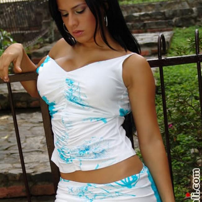 Andrea Rincon Vestido Blanco CaliEsCali Foto 6