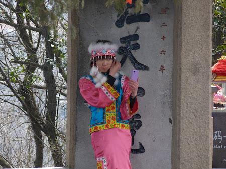 Obiective turistice Zhenjiang: chinezoaica in vestminte de epoca