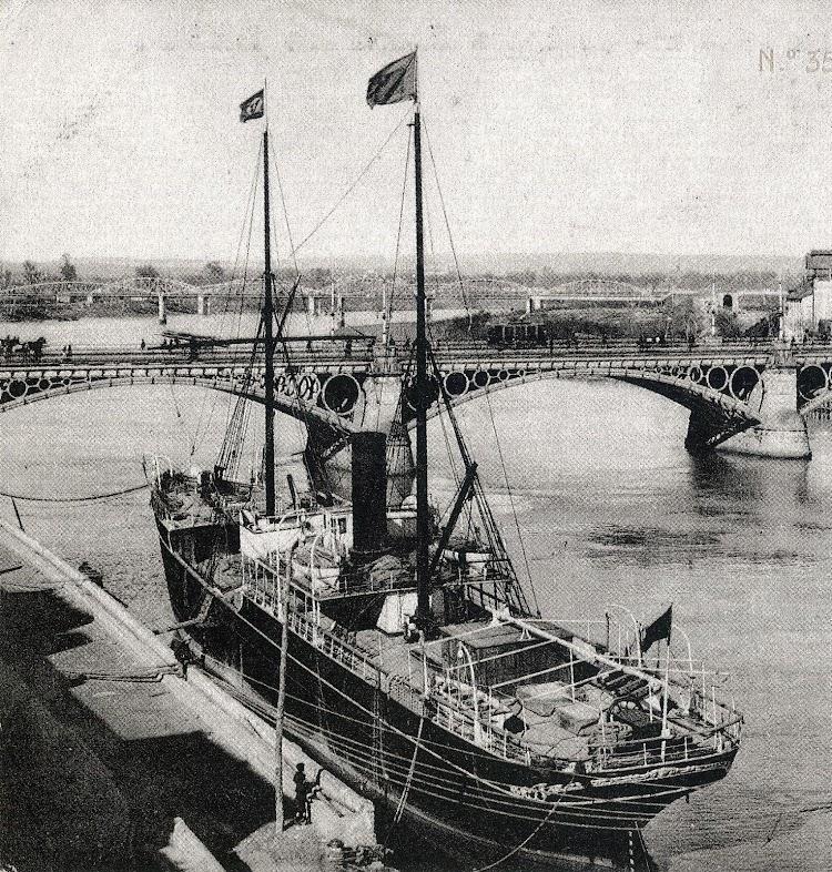 El MANUEL ESPALIU en el puerto de Sevilla. Del libro Historia Gráfica del Puerto de Sevilla.JPG