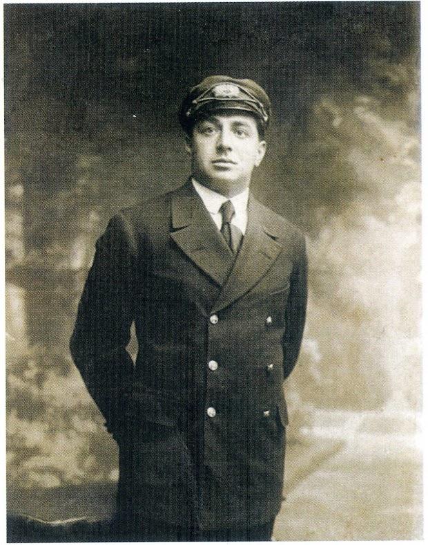D. Antonio Unibaso Landa. 2º Oficial del ARNO-MENDI. Foto del libro NUESTROS NAUFRAGOS. GURE NAUFRAGOAK.jpg