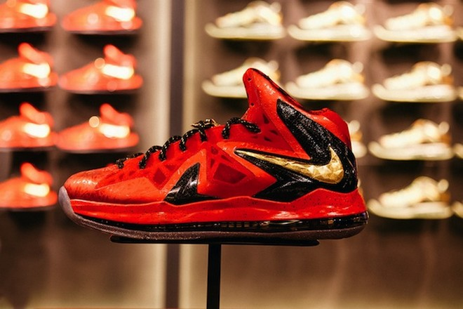 best service 8e932 ae01b champion   NIKE LEBRON - LeBron James Shoes