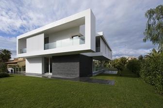 Fachadas blancas por architrend architecture italia for Fachadas de casas modernas en italia