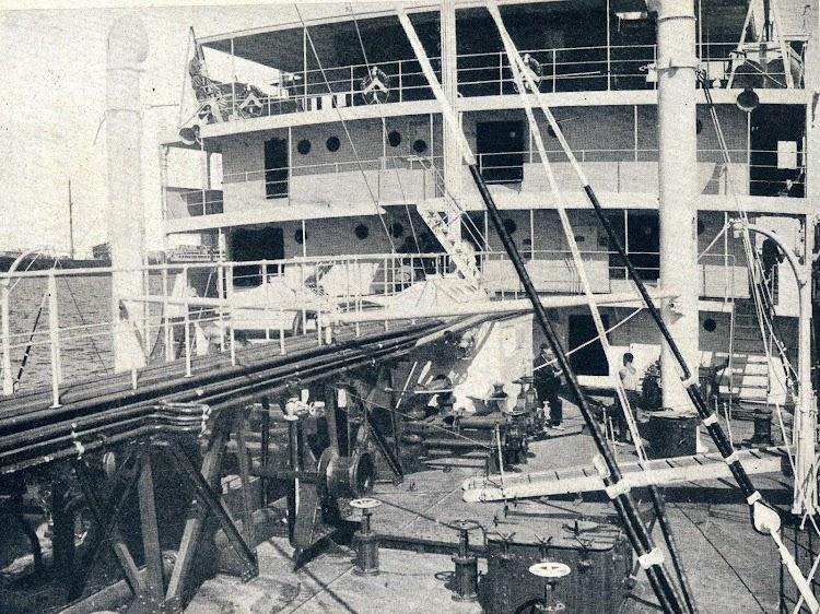 Detalle de la cubierta del CAMPILO, poco antes de pasar a ser el PLUTON. De la Revista General de marina. Octubre de 1.935..JPG