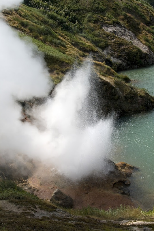 valley-of-geysers-8