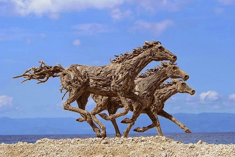Super Driftwood Horse Sculptures by James Doran-Webb | Amusing Planet AV72