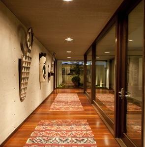 interior casa contemporanea suelo de madera