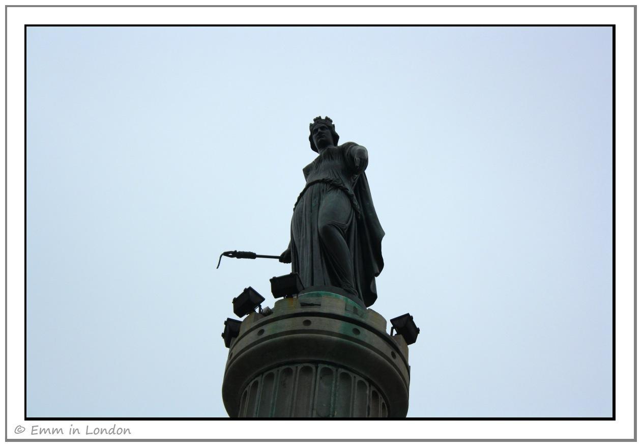 [The-Goddess-GrandPlace-Lille2.jpg]