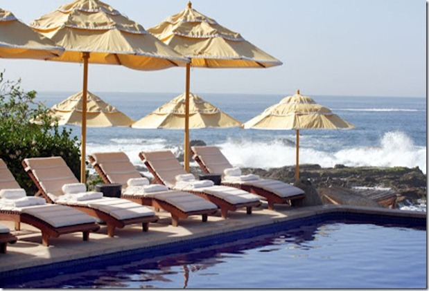 000100-04-pool-lounge-chairs-ocean-d[1]