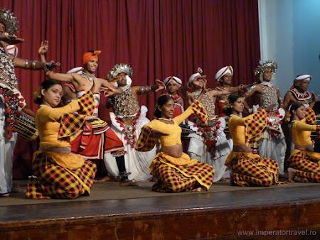 9. dansuri Sri Lanka.JPG