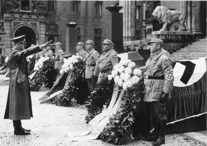0002-Hitler_commemorates_bomb_victims