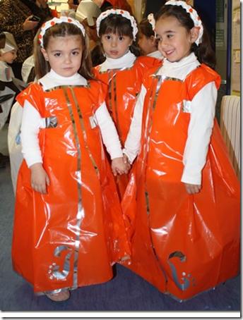 Disfraces medievales con bolsas de plástico Jugar y Colorear