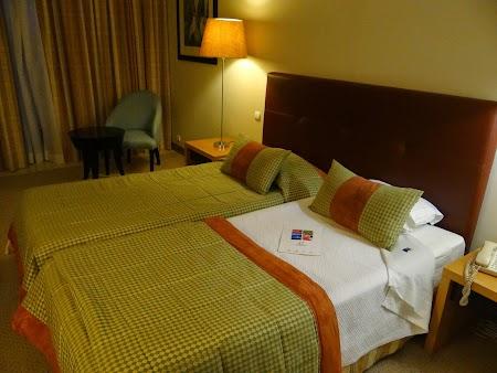 26. Camera Royal Garden Hotel.JPG