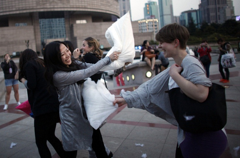 pillow-fight-2012-2