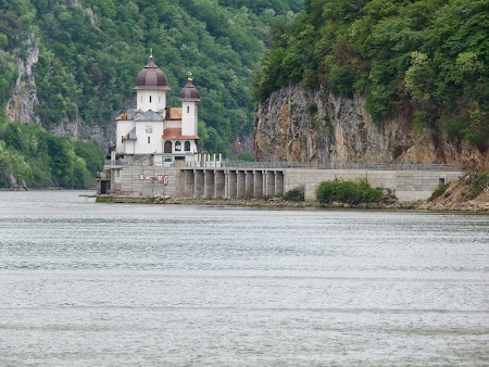 6. Manastirea Mraconia.JPG