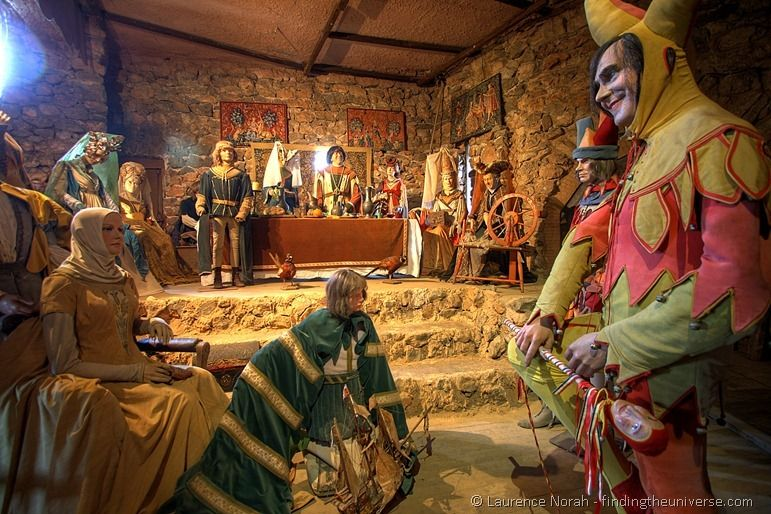 Court with jester Fitou Castle mannequins