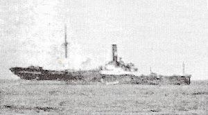 """Fotografía de baja calidad publicada por el periódico """"O Comercio do Oporto"""" del 14 de julio de 1936, donde se aprecia al CABO BLANCO encallado"""