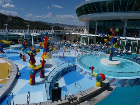 Croaziera Mediterana: Bazin croaziera Royal Carribean