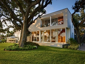 Fachada moderna casa en Barrier Island de arquitectos Sanders Pace
