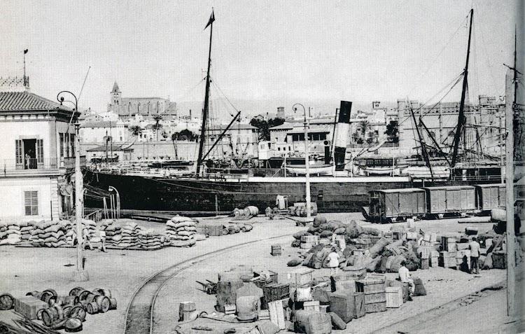 Espigón de la Consigna en el puerto de Palma. Hacia 1910. Foto de la Autoridad Portuaria de Baleares. Del libro LOS GRANDES PUERTOS DE LAS BALEARES.jpg