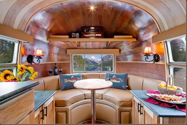 Airstream-Flying-Cloud-Travel-Trailer-11-1-800x533