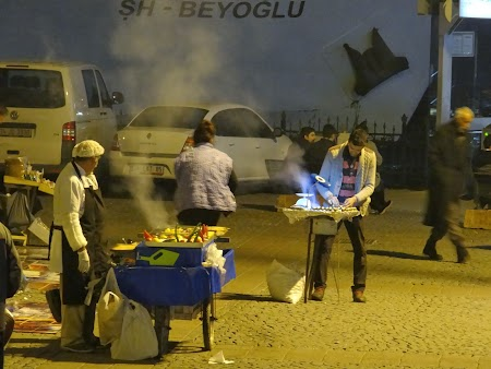 Peste la gratar in Istanbul
