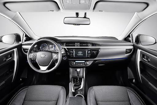 2014-Toyota-Corolla-ic-mekan-2.jpg