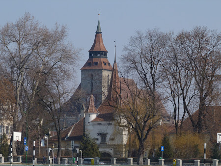 Obiective turistice Romania: Poarta Sf. Ecaterina si Biserica Neagra