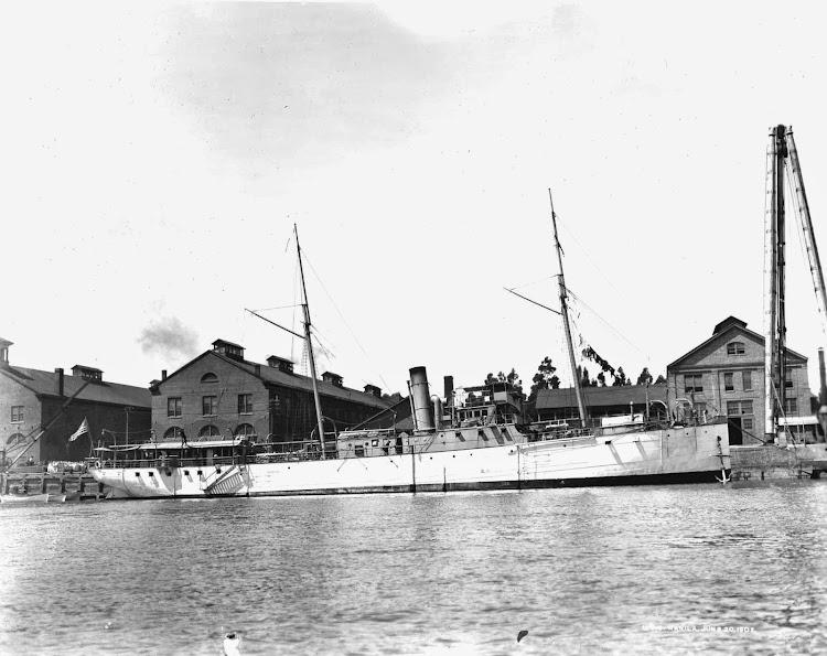 20 de junio de 1892. El USS MANILA en Mare Island Naval Shipyard. Foto de la web Navsource..jpg