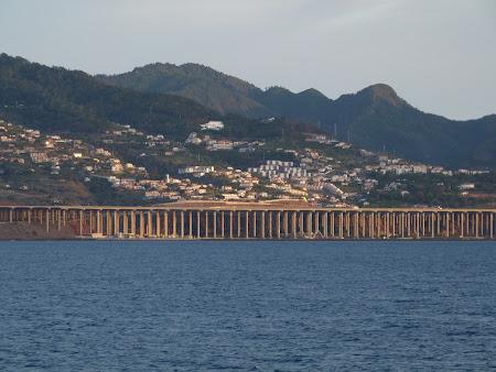 Transport Madeira: pista aterizare aeroport Funchal