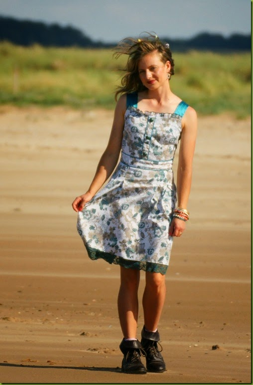 perfect vintage summer dress for the beach