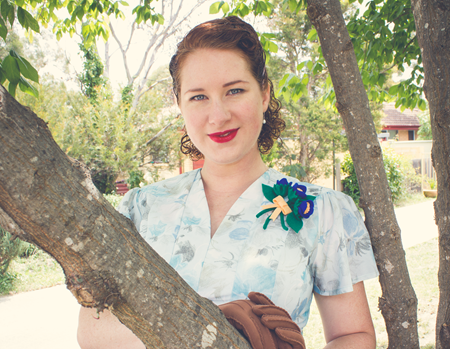Wearing my 1940's DIY Felt Flower Brooch | Lavender & Twil