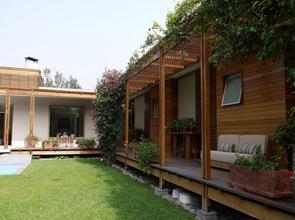 Casa-moderna-con-fachadas-de-madera
