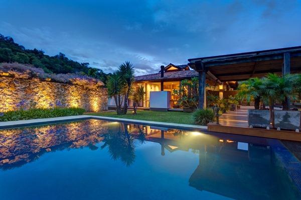Diseño-de-paisajismo-con-piscina