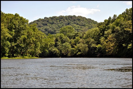 02b - paddling toward a Tennessee Hill