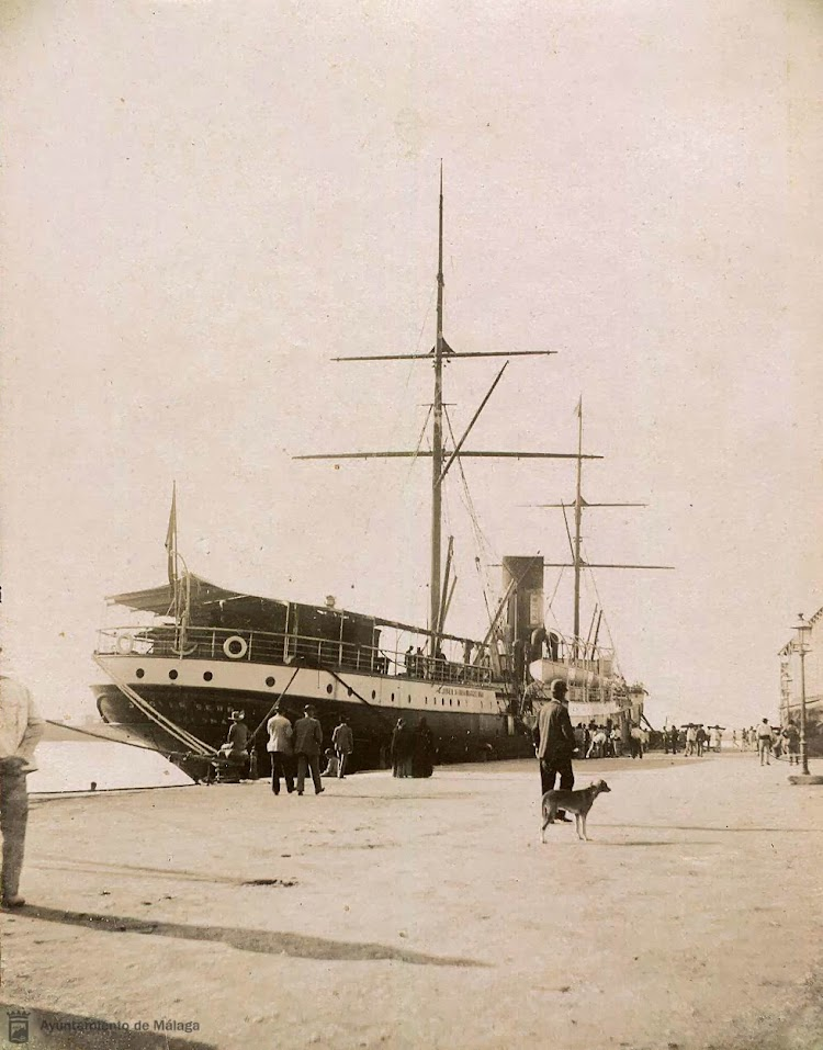 Vapor J.JOVER SERRA atracado en el puerto de Malaga. Foto Archivo Historico Municipal de Malaga.jpg