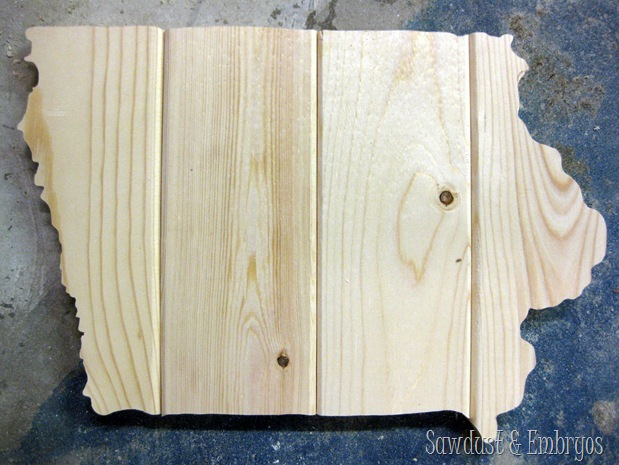 State of Iowa cut from 1x4's and distressed to look like 'barn boards' ...you could do this with ANY STATE! {Sawdust and Embryos} (2)