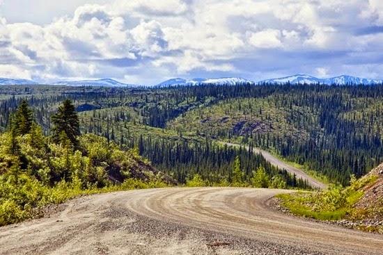 Estrada-Denali-no-Alasca-EUA
